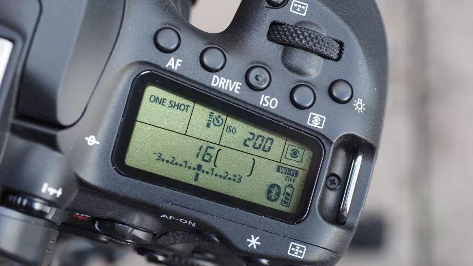 بررسی مشخصات فنی ، قیمت و خرید دوربین ۹۰D