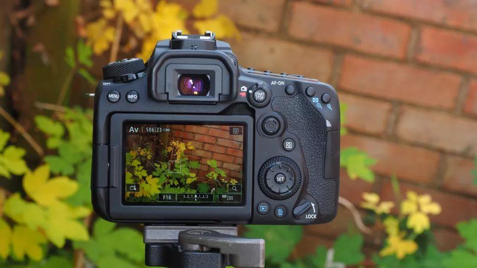 دوربین عکاسی 90 دی کانن در دوربین استور