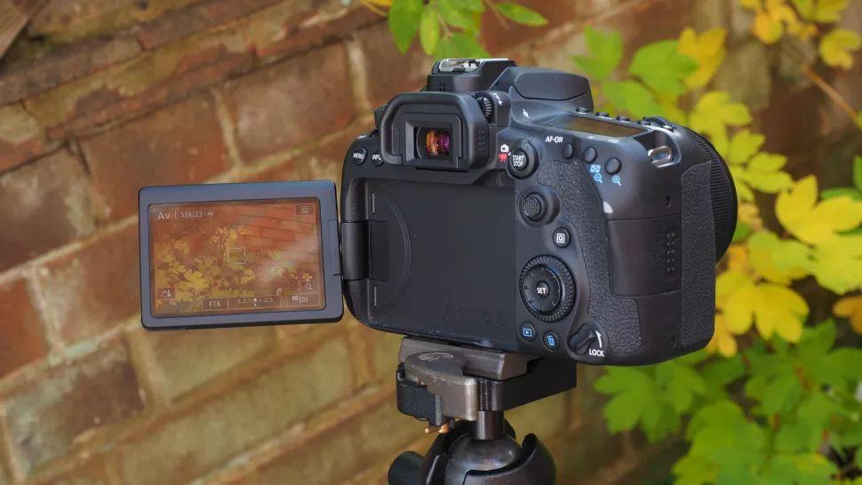 دوربین کانن ۹۰D